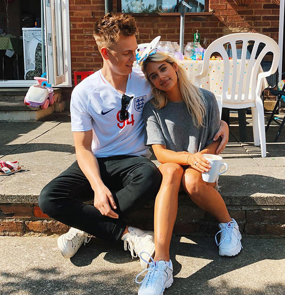 Thrashing Gay Rumors; Caspar Lee Is Dating His New Model Girlfriend And They Are Cute!