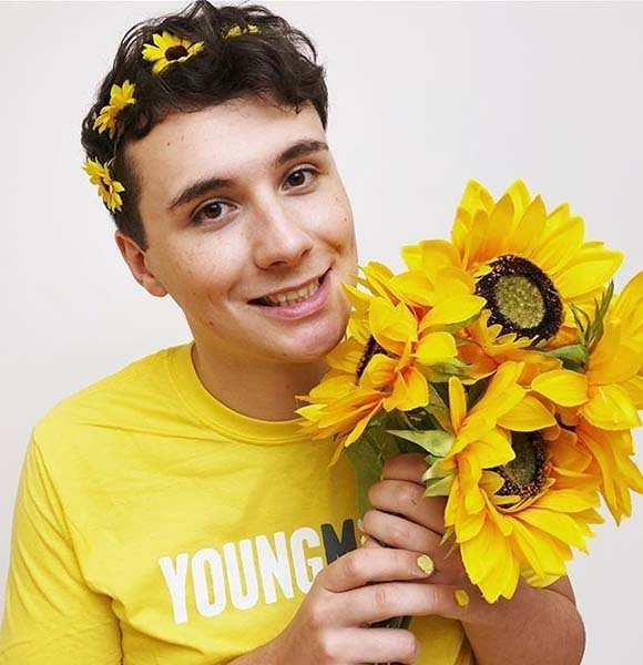 Openly Gay Dan Howell Coming Out Story & Parents Details