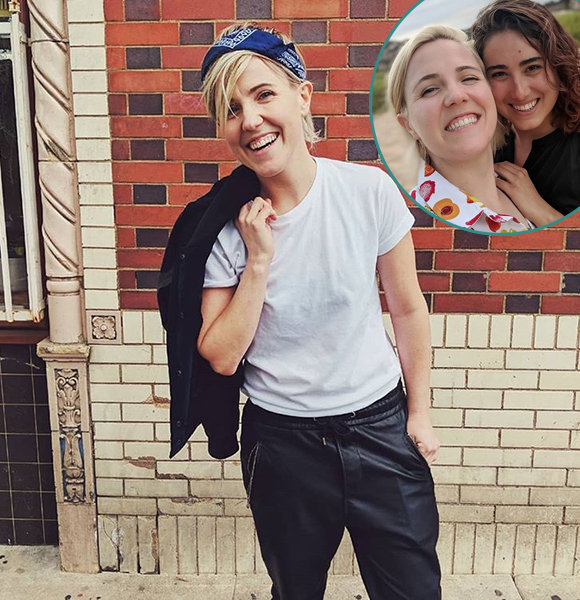 Hannah Hart Engaged To Girlfriend! Lesbian Love Creating A 'Buzz'