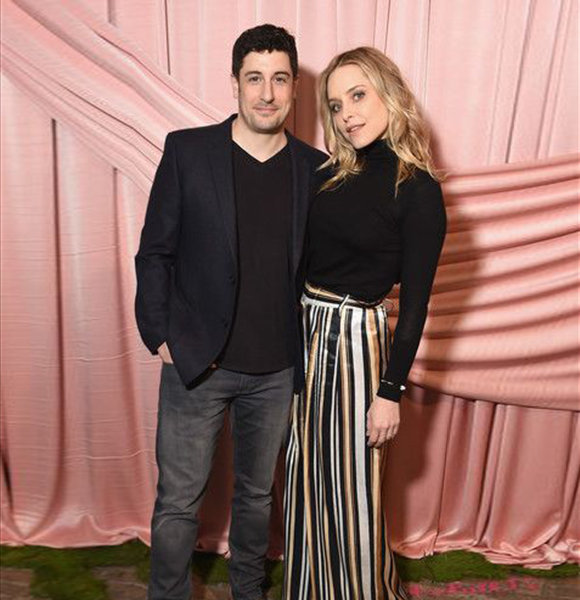 """""""American Pie"""" Actor Jason Biggs' Story With Ex-Girlfriend Stalker Wife; Married Through Crushing Moments"""