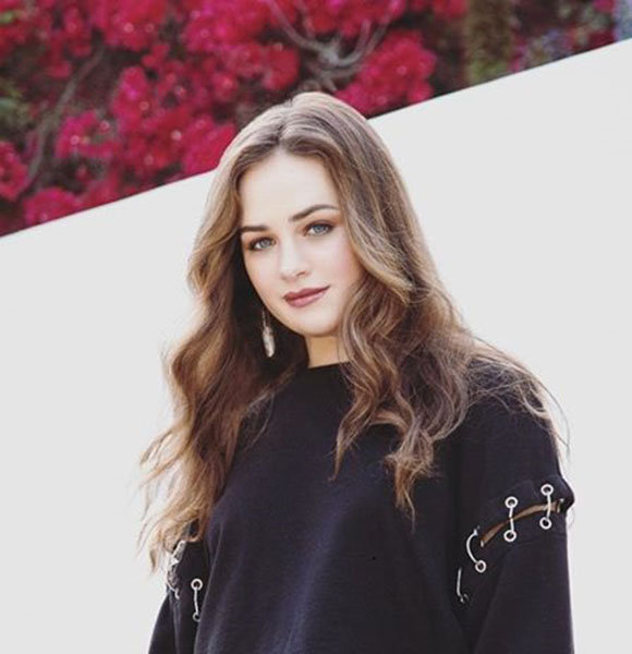 Mary Mouser Dating, Boyfriend, Parents, Siblings