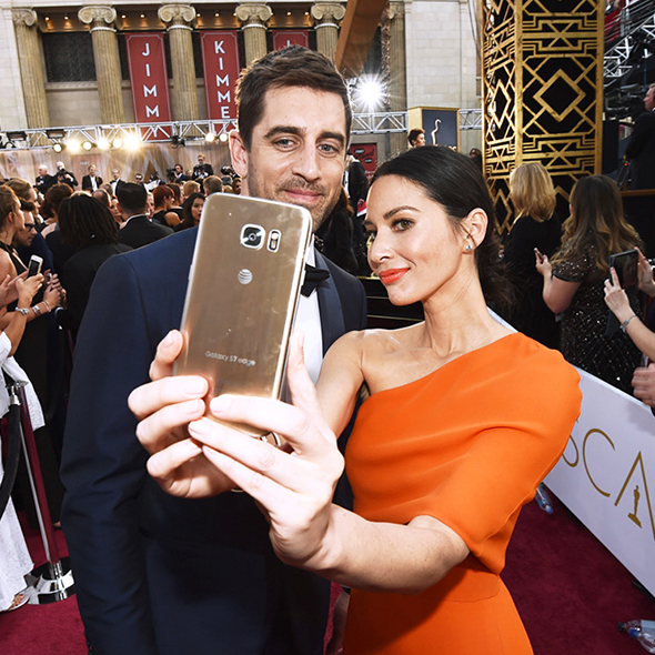 Aaron Rodgers' Girlfriend Olivia Munn Shows Gratitude towards Packer's Fans for the Support!