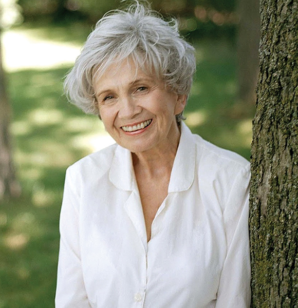 """""""Master of the Contemporary Short Story"""" Alice Munro, Who Won Nobel Prize in Literature in 2013 Never Thought She Would Win!"""