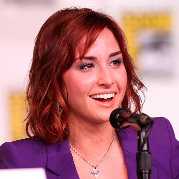 Not Married Yet? Actress Allison Scagliotti: Dating With Her Man, Boyfriend?