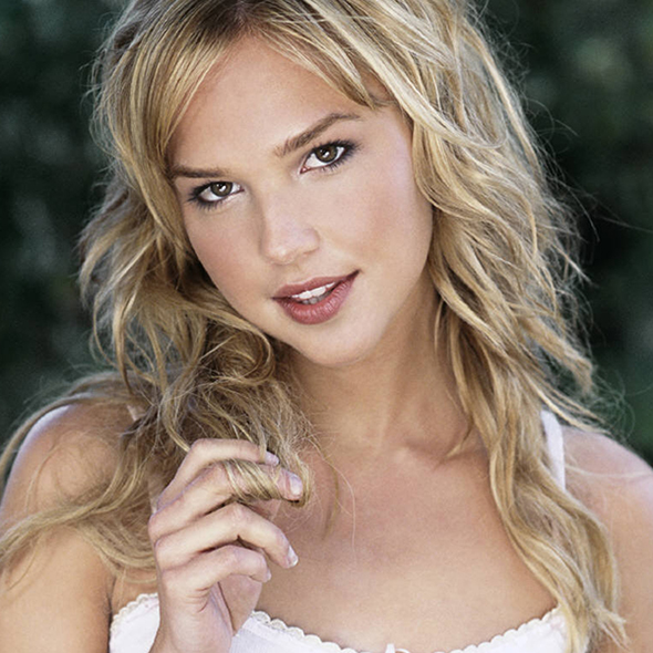 What Exactly Is Stopping Hot Actress Arielle Kebbel From Getting Married Or Having A Boyfriend? A Busy Career Perhaps?