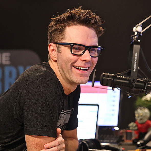 Attractive Radio Personality Bobby Bones: Is He Married? Wife or Is Girlfriend? Dating