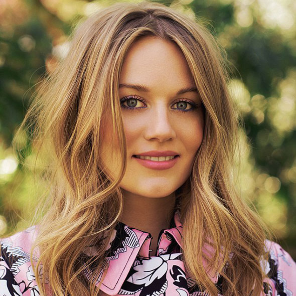 Actress Cara Theobold's Affair? Is She Dating Someone? Who is Her Boyfriend?