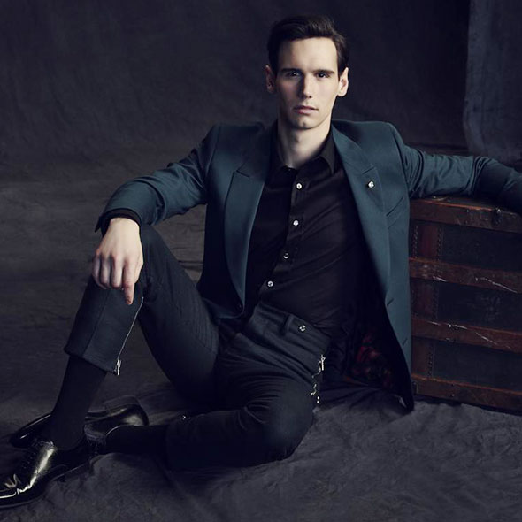 Cory Michael Smith: Is he Dating an Actress Girlfriend? Is He Gay?