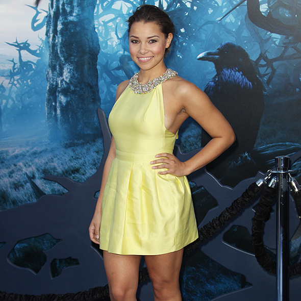 A Mixed Ethnicity Sharing Jessica Parker Kennedy Plays Steamy Lesbian Roles; Also Talks About Qualities In A Man