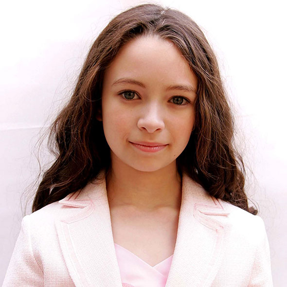 Mixed Ethnicity Actress Jodelle Ferland: Is She Dating Someone? Boyfriend Rumors