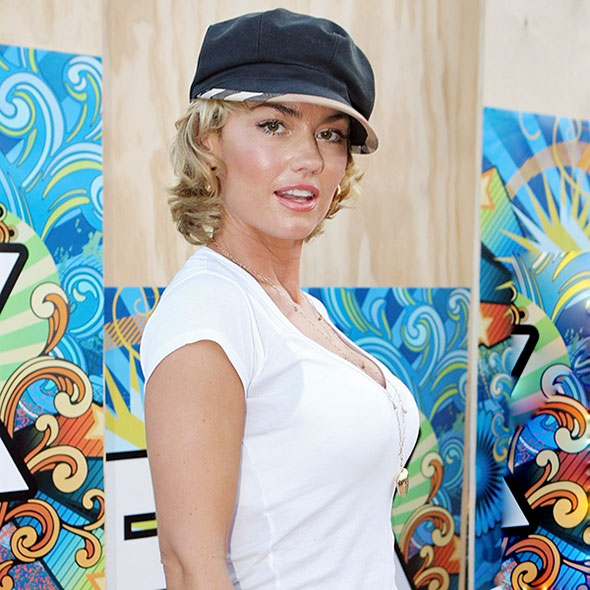 Beautiful Actress Kelly Carlson: Is She Married? If So, Who is Her Husband? Lesbian Rumors!