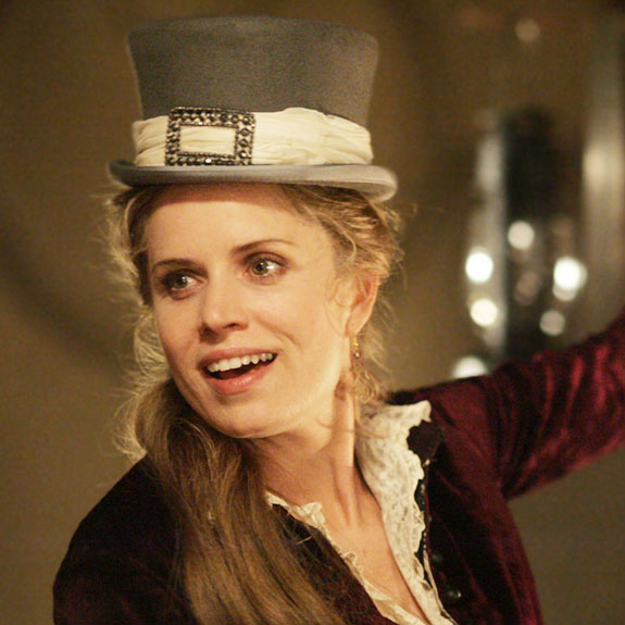 Beautiful Actress Kim Dickens: Is She Married? Who is Her Husband? Lesbian Rumors!