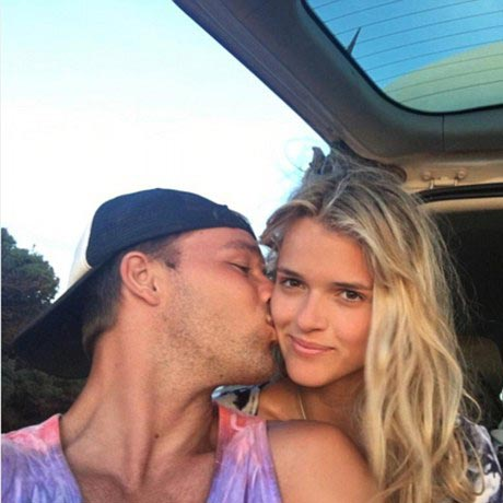 Lincoln Lewis Dating A Fit Gal After Busty Girlfriend Affair Ends