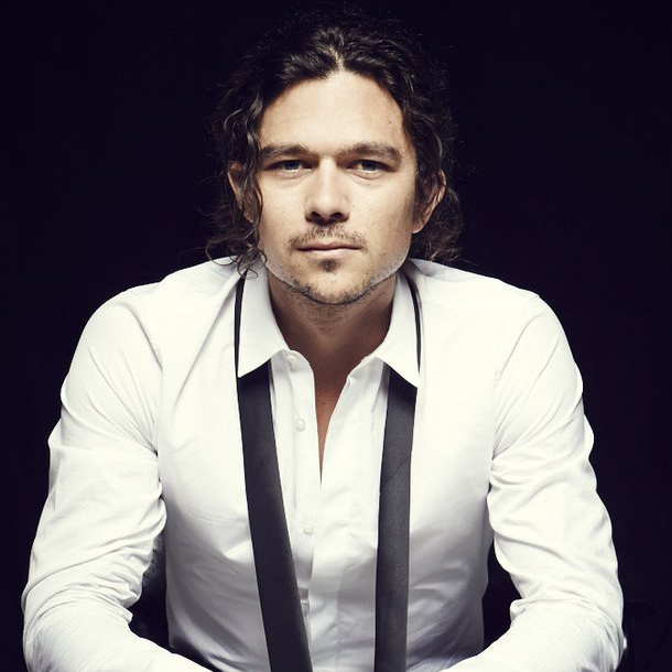 Luke Arnold Who Was Allegedly Dating, Claimed That He Did ...
