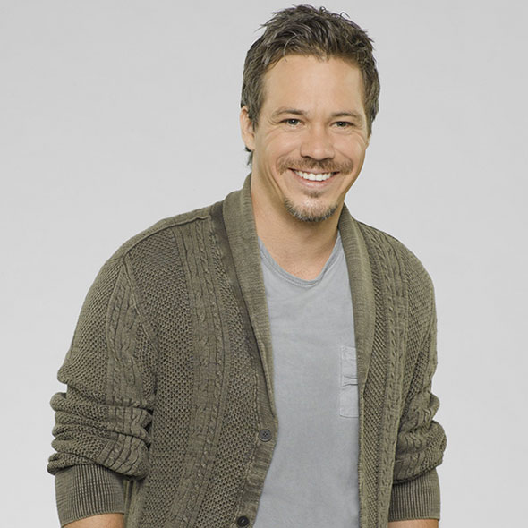White Ethnicity Actor Michael Raymond-James: Is He Dating Someone? Or Is Secretly Married?