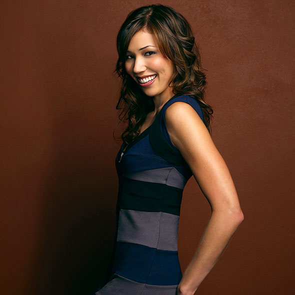Michaela Conlin, Is She Married? Or Is She Dating Someone? If So, Who is Her Partner?