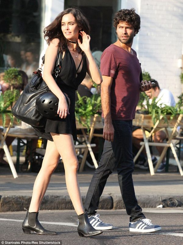 Is Adrian Grenier Still Dating Or Already Married No More Piling Names On Girlfriend List