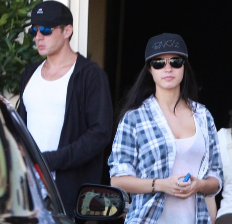 Alexis Knapp Still Dating Her Boyfriend Ryan Phillippe? Married The Father Of Her Baby Daughter Or Not?