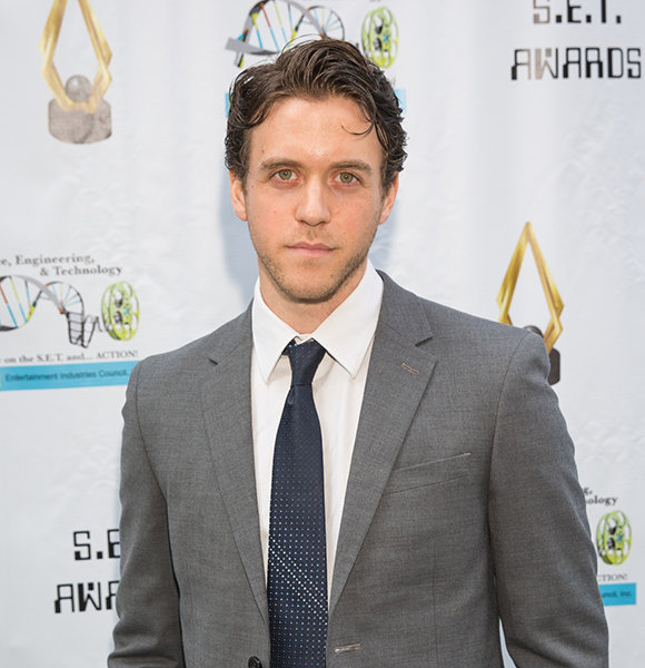 Ashley Zukerman Has A Wife? Or Married Life Only Exists On Screens?