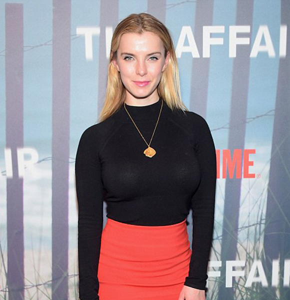 Betty Gilpin Tells All-Tale About Her Journey! Who Is She Married To and Who Her Husband?