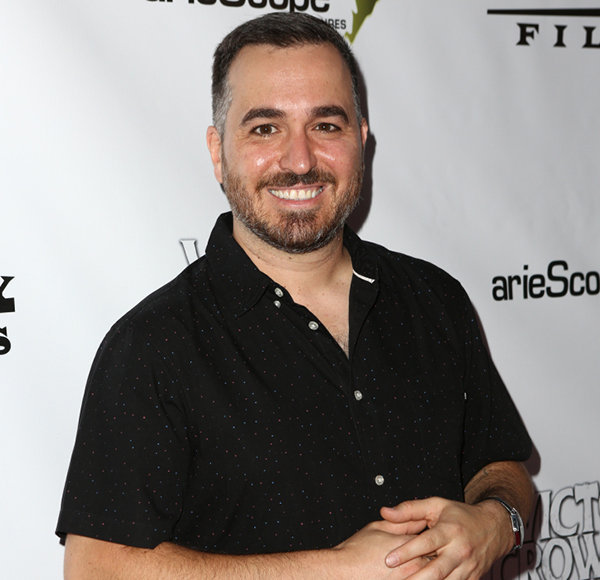 Brian Quinn Is Not Married! It Is Not A Perfect Girlfriend Or Wife He Is Waiting For