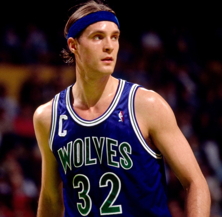 Why is Christian Laettner is on the Hate List of The Duke's fans? Was it His Shot? Or Something Else?
