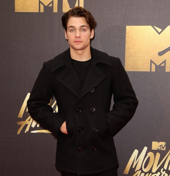 Is Dylan Sprayberry A Gayman Or Has A List Of Girlfriend To Fade Away Rumors?