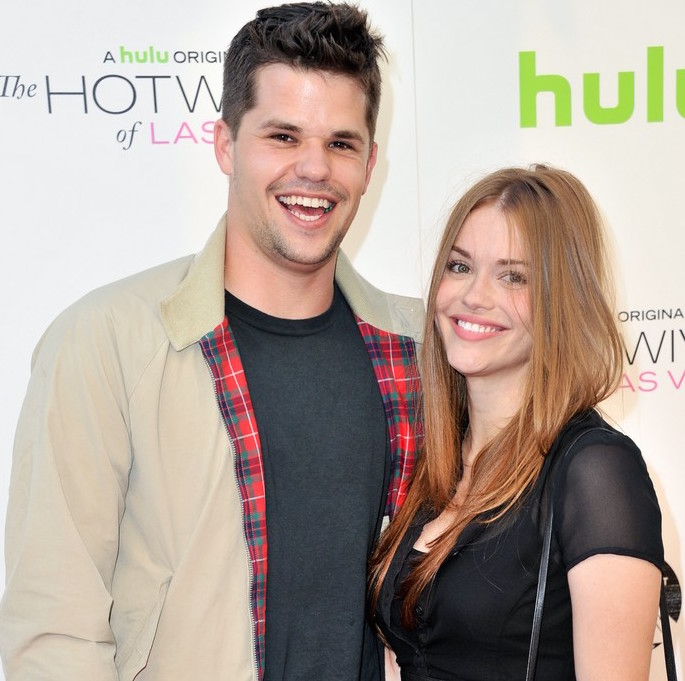 did holland roden split with her actor boyfriend max