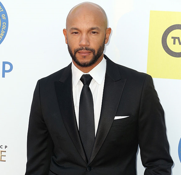 Actor Stephen Bishop Is Not Married And Does Not Have A Wife! But Dating Affair With Girlfriend Isn't Less Than One