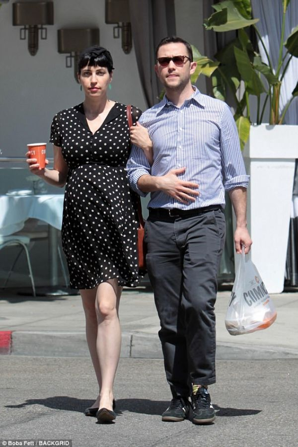 Bump! Tasha McCauley And Husband Joseph Gordon-Levitt Are ... Joseph Gordon Levitt Married