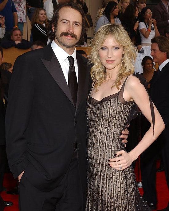 Husband Jason Lee and wife Beth Riesgraf