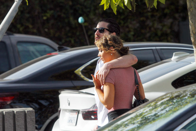 jenna johnson and val chmerkovskiy dating 'dancing with the stars': are val chmerkovskiy and jenna johnson back together was it a coincidence or the former couple of 'dwts' went on a roman holiday to rekindle their romance.