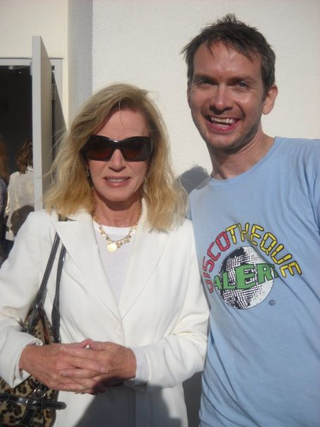 Why Donna Mills Never Married? Prefers Parenting Her ...